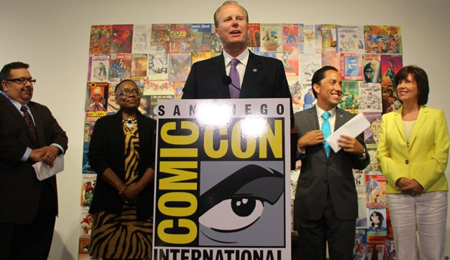 Photo of Mayor Faulconer announcing Comic-Con extension