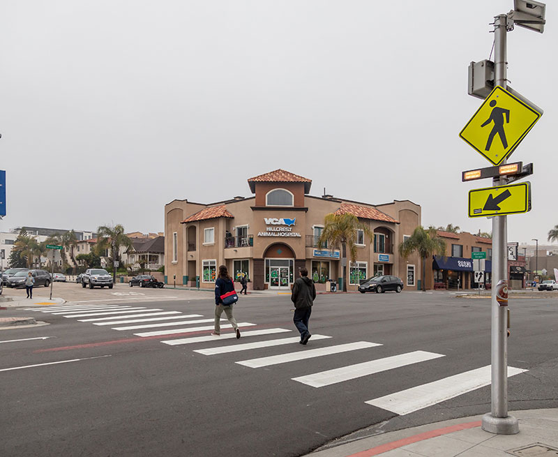 Demand-activated pedestrian crossing