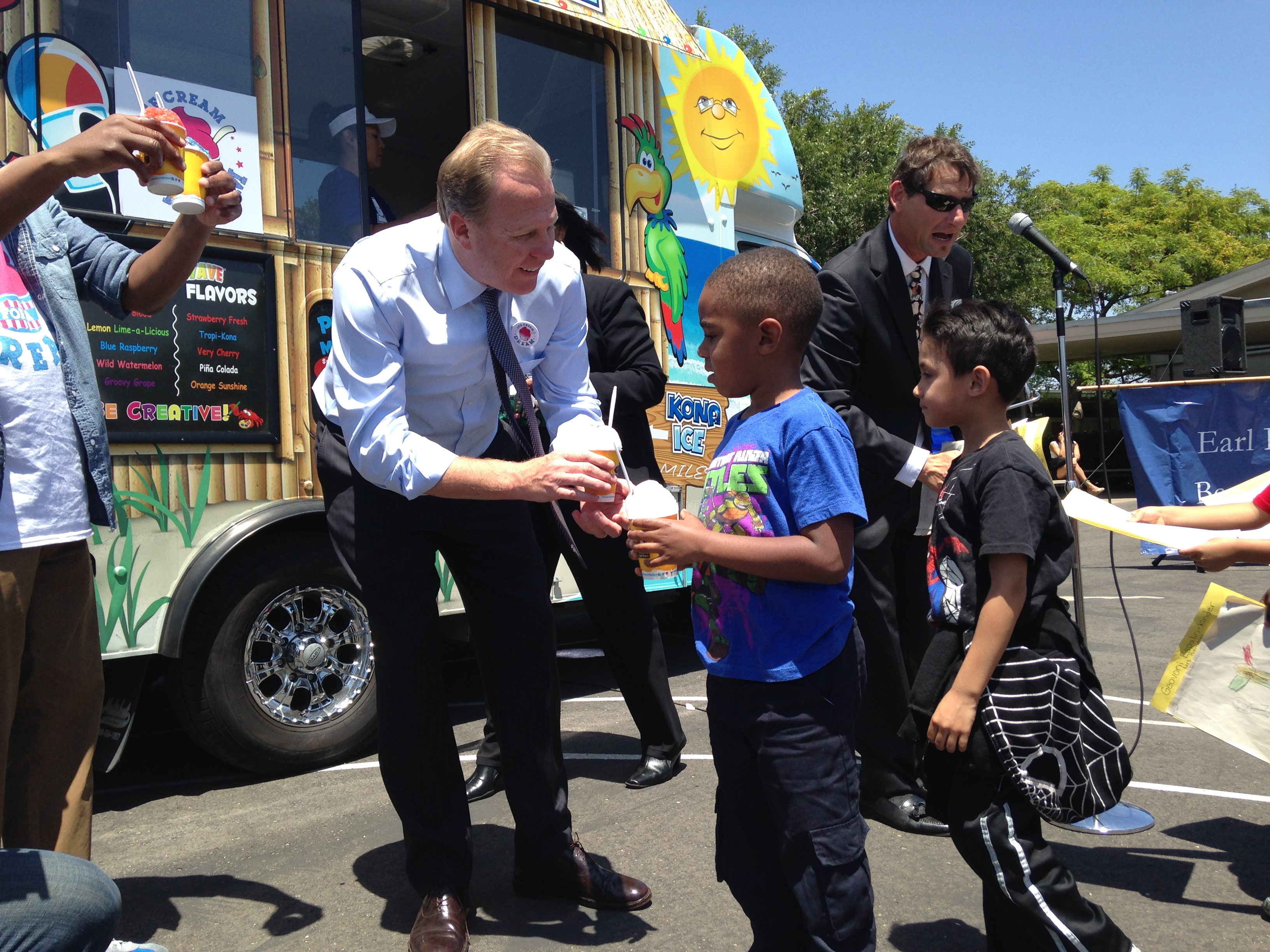Mayor Kevin L. Faulconer serves ice cream