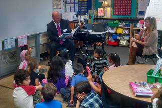 Photo of Councilman Sherman Reading to students of Benito Juarez Elementary School in Serra Mesa