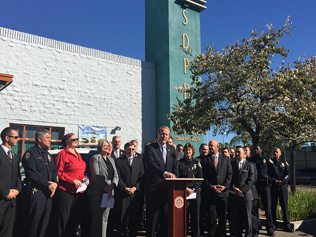 Photo of Faulconer announcing a tentative agreement between the SDPD and the San Diego Police Officers Association (SDPOA)