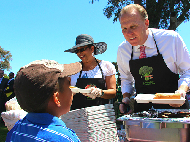 Photo of Mayor Faulconer at the San Diego Unified School District Skyline Lunch