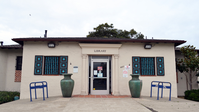 Front area outside the Ocean Beach Library