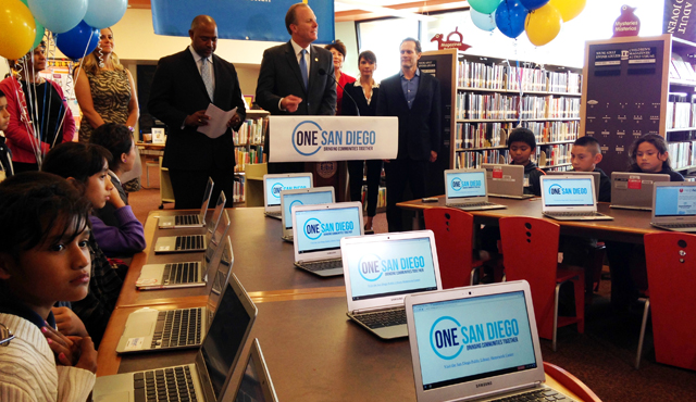Photo of Mayor Kevin L. Faulconer Speaking at the Logan Heights Library