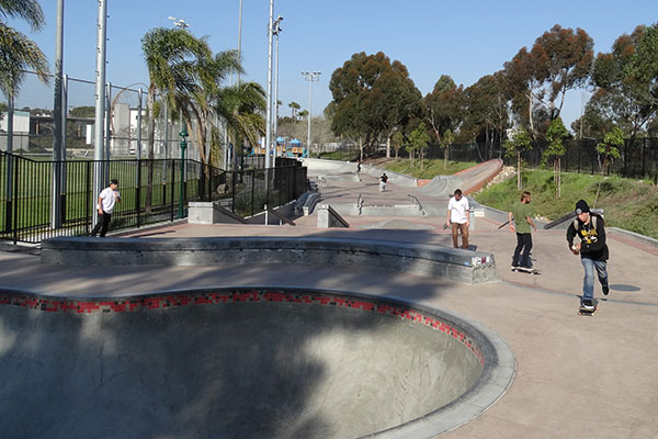 Children skateboarding at Park de la Cruz Skate Park