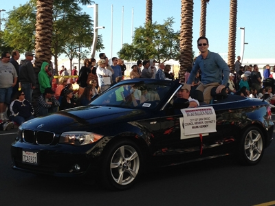 Photo of Counclmember Mark Kersey taking part in the Big Bay Balloon Parade