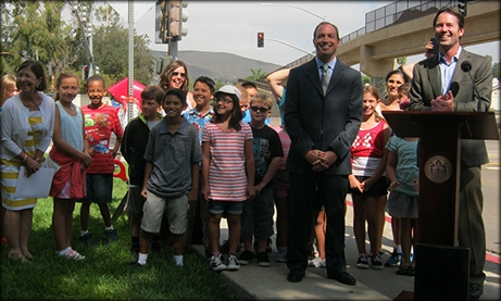Photo of Councilmember Mark Kersey and Assemblymember Brian Maienschein joined by Shoal Creek Elementary School children at the Ted Williams Parkway pedestrian bridge.